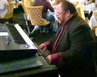 Lucho_Valverde_piano